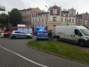 Policjanci pracują na miejscu zdarzenia